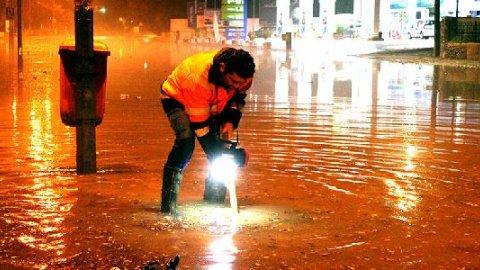 KKTC'de şiddetli fırtına ve sel hayatı durdurdu