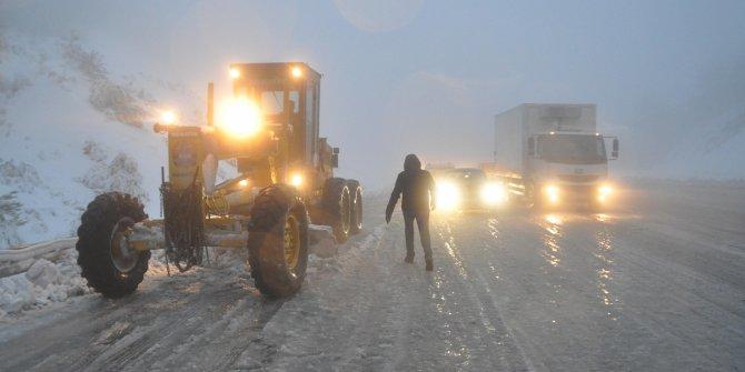Denizli'de başlayan kar, Antalya yolunda etkili oldu