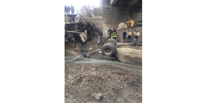 Sorgun Haberleri: Pancar yüklü kamyon dereye uçtu, 1 ölü 89