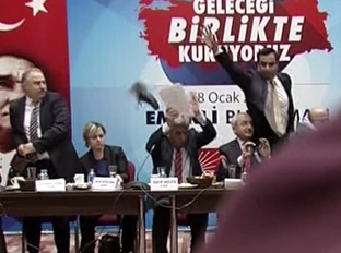 Kemal Kılıçdaroğlu'na ayakkabı fırlattılar