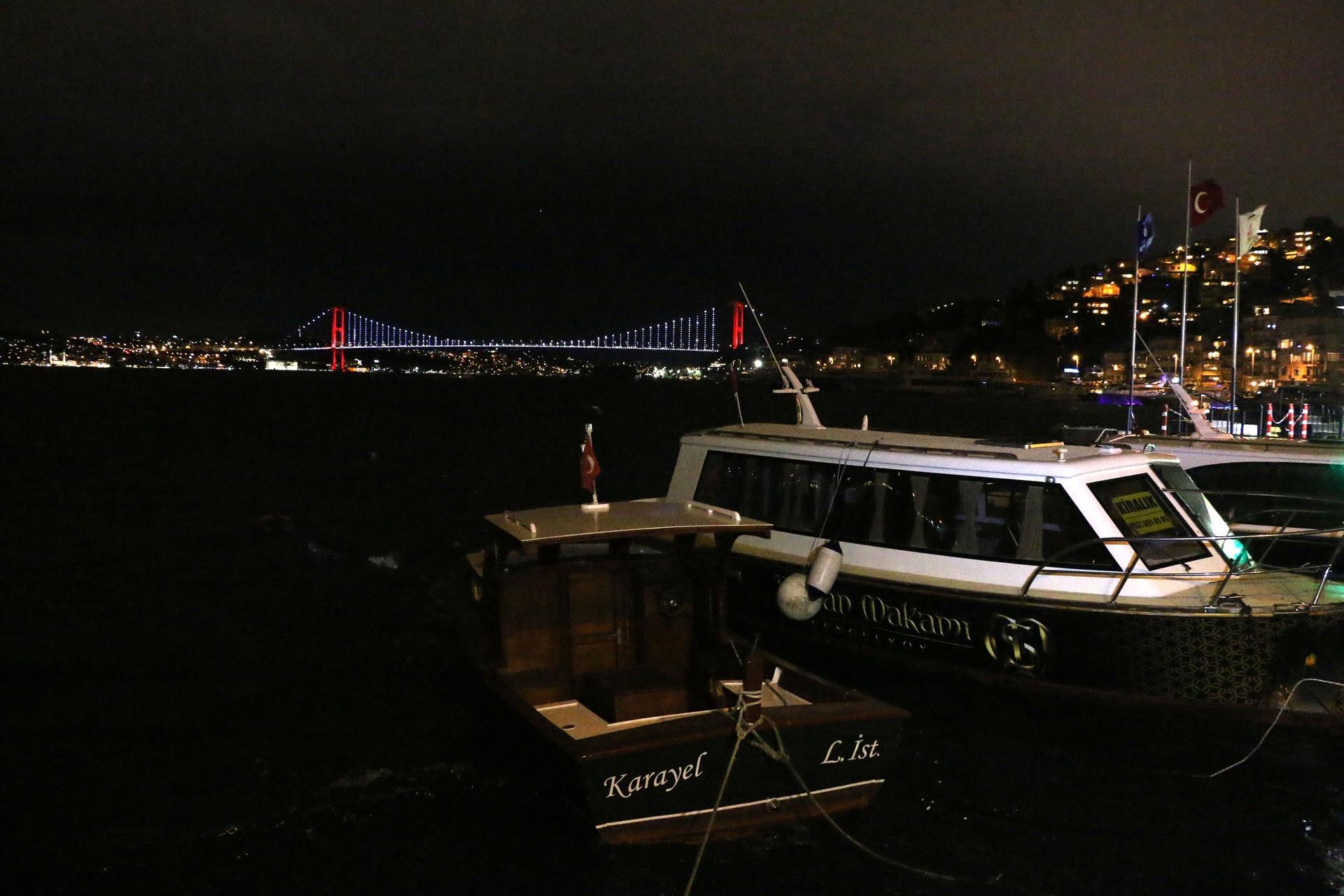 Fırtına nedeniyle İstanbul Boğazı trafiğe kapatıldı
