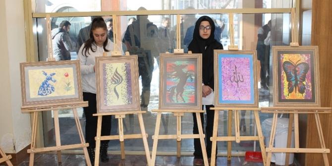 Öğrencilerden ebru sergisi
