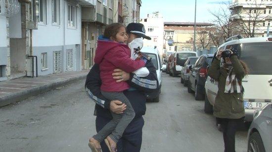 Dilenci kadın 5 yaşındaki kızını yol ortasında bırakıp kaçtı!