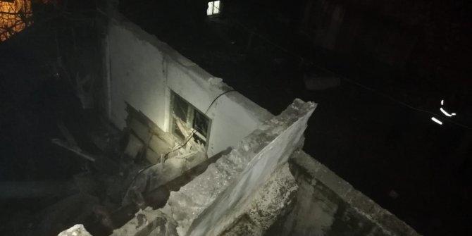 Çöken balkona bakmak isterken, balkondan düştü