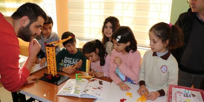 İlkokul öğrencilerine robotik kodlama eğitimi