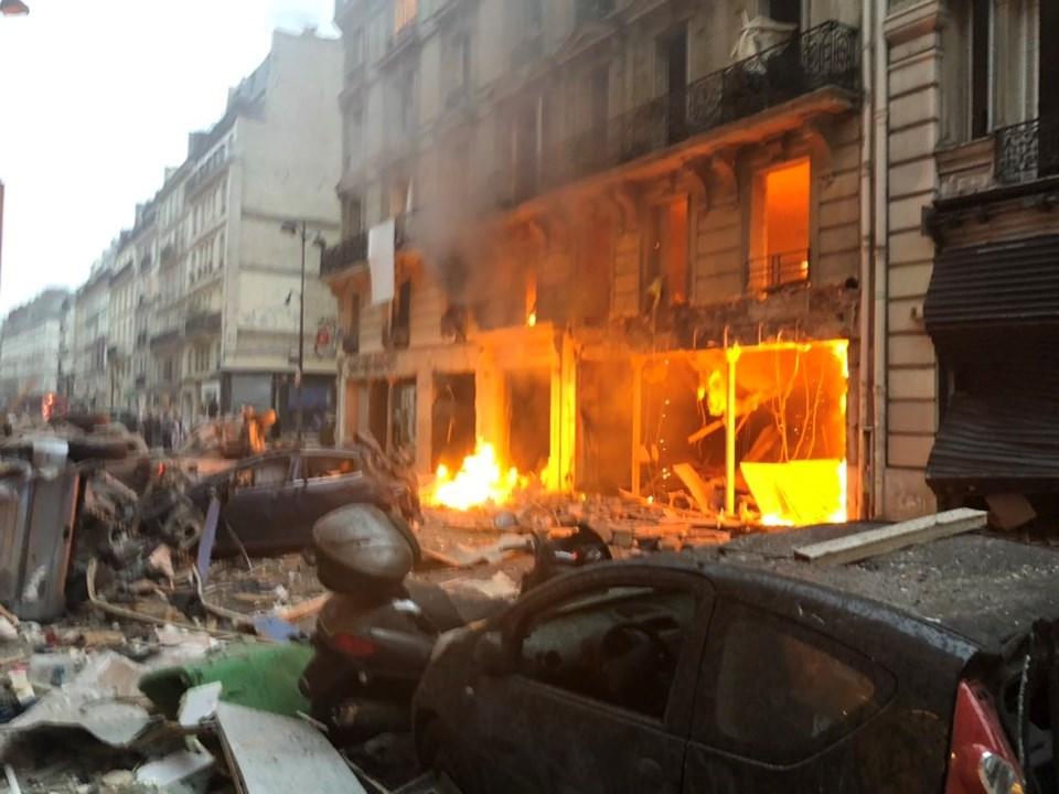 Paris'te şiddetli patlama