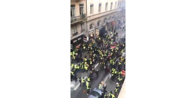 Lyon'da sarı yelekliler birbiriyle çatıştı