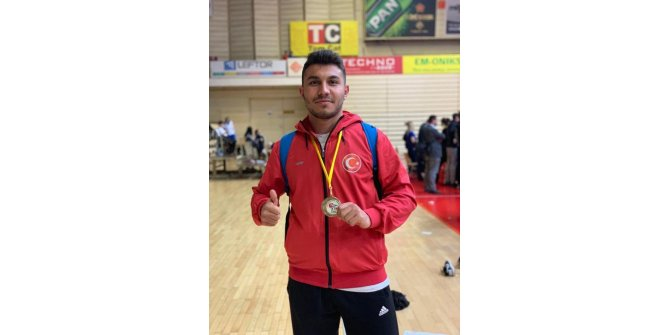 Denizlili sporcu karate turnuvasında altın madalya kazandı ile ilgili görsel sonucu