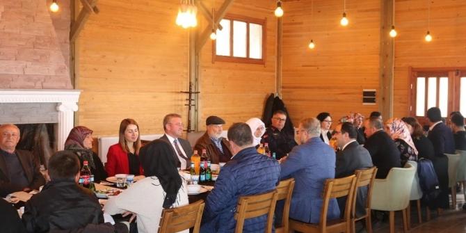 Gediz Kaymakamı Muhammet Önder'den şehit ailelerine yemek
