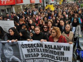 Mersin'de Özgecan için yürüyüş