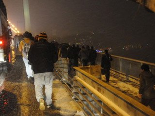 FSM Köprüsü'nde 10'dan fazla araç birbirine girdi