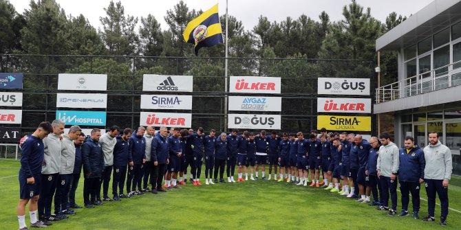 Fenerbahçe antrenmanında Can Bartu için saygı duruşu