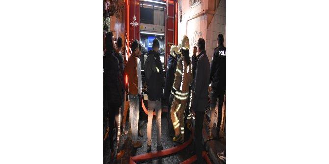 Elektrik panosundaki yangın mahalleliyi sokağa döktü