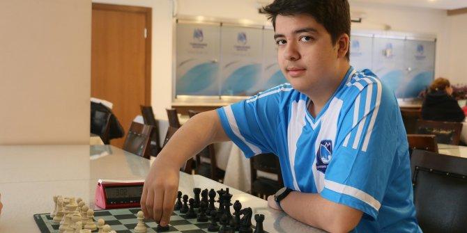 Sosyal medyadan uzaklaşıp, satrançtaki başarısını artırdı