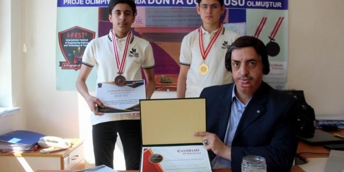 Lise öğrencilerinin projesi dünya üçüncüsü oldu