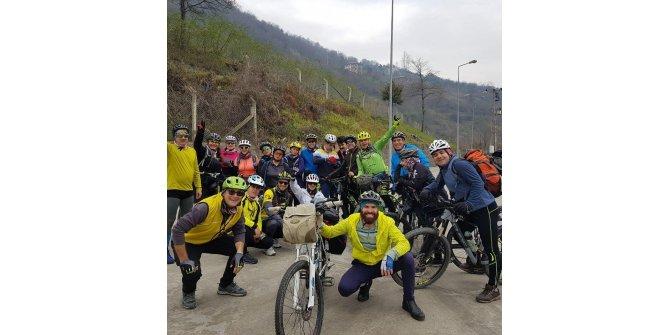 İran ve Azerbaycanlı gençler, bisikletle Karadeniz'i geziyor
