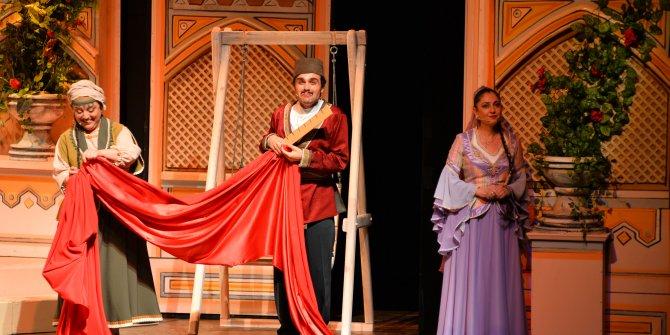'Arşın Mal Alan' opereti prömiyerle geldi