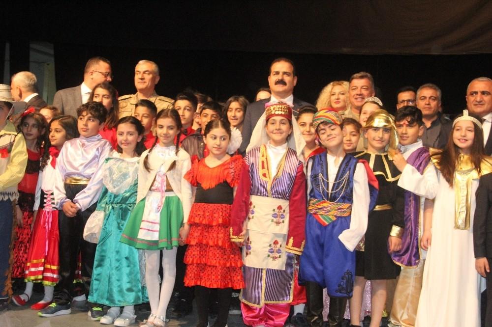 Hakkari'de 23 Nisan Ulusal Egemenlik ve Çocuk Bayramı coşkuyla kutlandı.