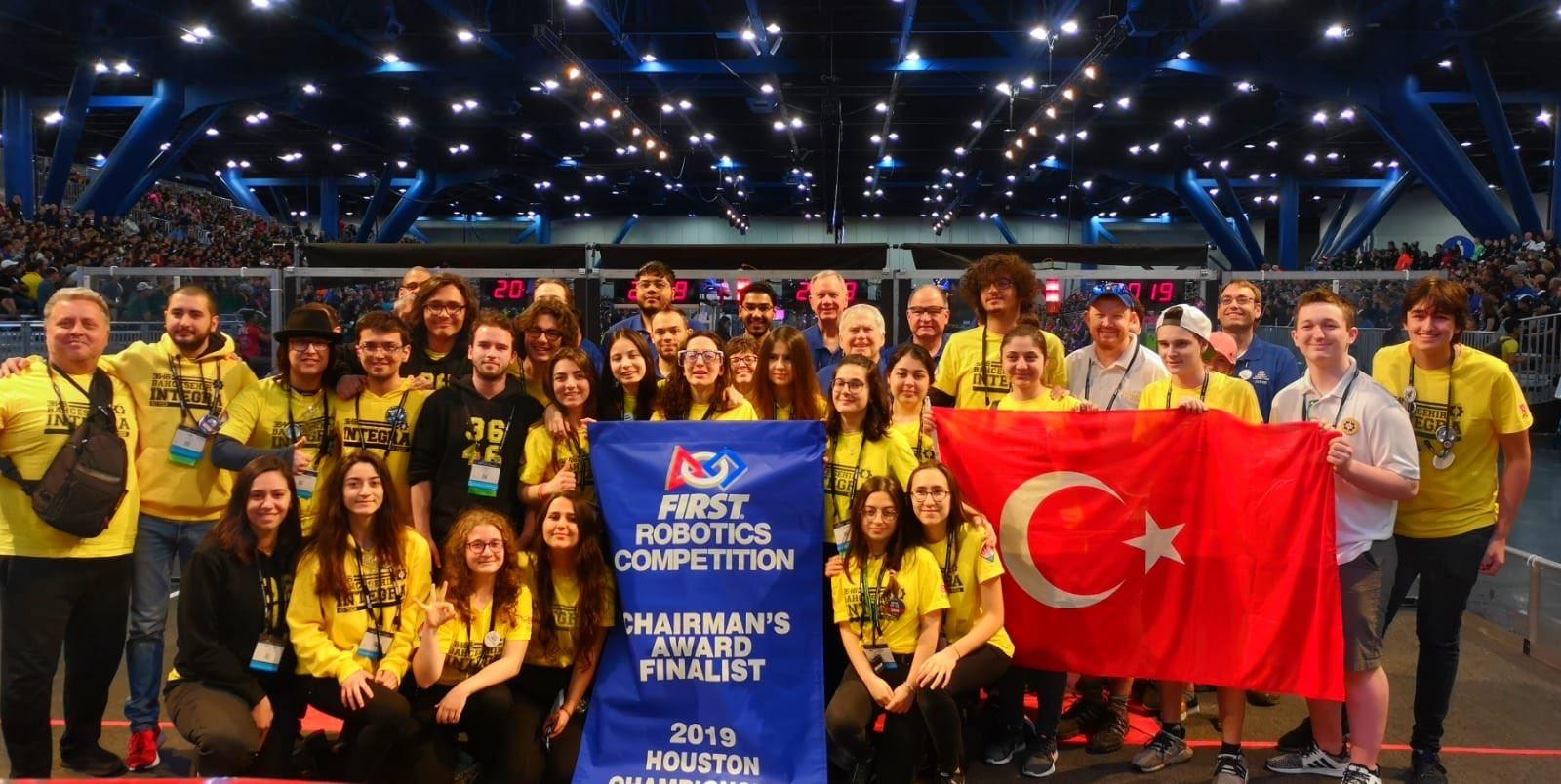 Bahçeşehir Koleji Fen ve Teknoloji Lisesi robotik takımı 8 bin takım arasından ilk üçe girdiler