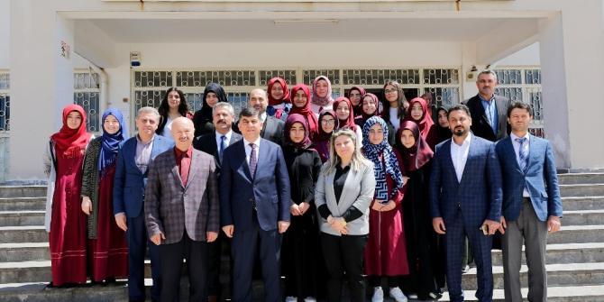 Başkan Fadıloğlu'ndan öğrencilere kariyer tavsiyesi