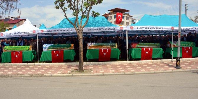 1 Mayıs kutlamasına giderken kazada ölen 5 kişi toprağa verildi