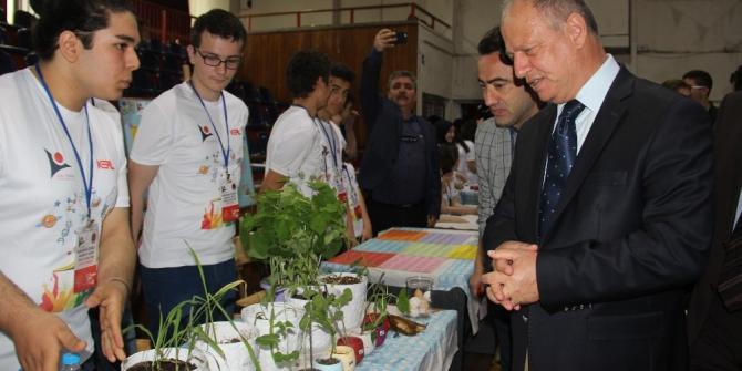 Öğrenciler Okulda sera kurup sebze yetiştiriyor