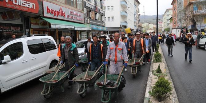 Bingöl'de öğrenciler, çevre temizliği yaptı