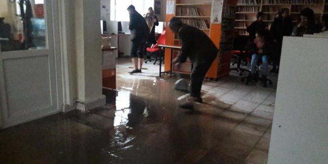 Ergani'de kütüphaneyi su bastı