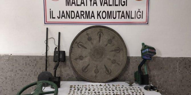 Malatya'da 5 milyon lira değerinde 484 parça tarihi eser ele geçirildi