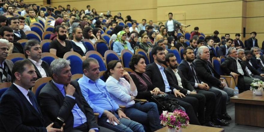 Gazeteci Fatih Tezcan BEÜ'de 'Türkiye Neden Hedefte' başlıklı konferans verdi