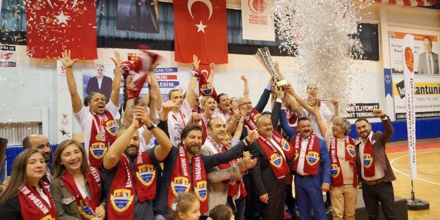 Bayanlar Hentbol Ligi'ni Kastamonu Belediyespor şampiyon tamamladı