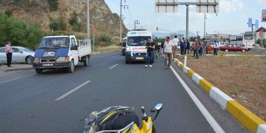 Ortaca'da otomobil elektrikli bisiklete çarptı; 2 yaralı