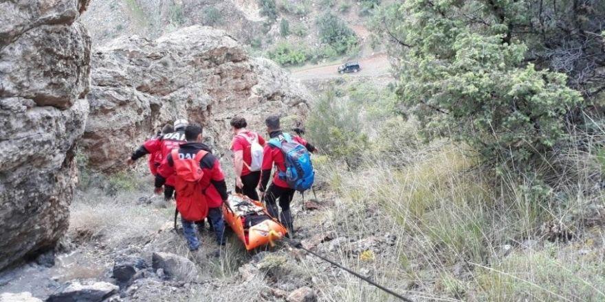 DAK ekibi mahsur kalan bisikletçileri kurtardı