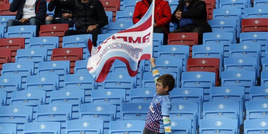 Tek başına bayrak salladı