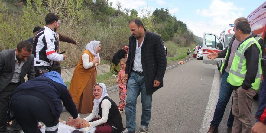 Düğünden dönen aile kaza yaptı: 1 ölü, 6 yaralı
