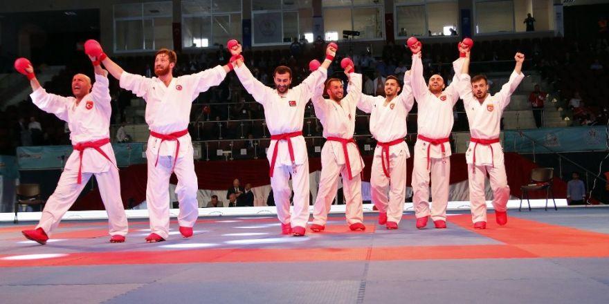 Milli karatecilerden tarihi başarı