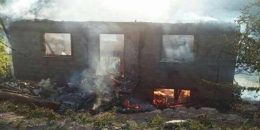 Kastamonu'da yangında bir ev kullanılamaz hale geldi