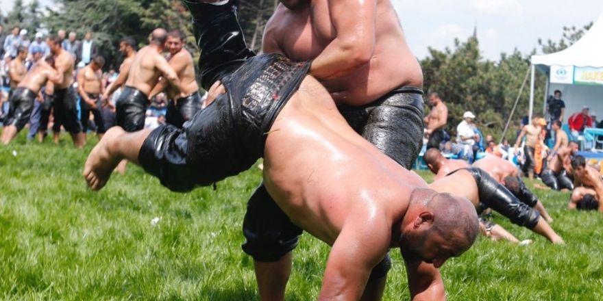 Sultangazi Yağlı Güreşler Başpehlivanı Recep Kara oldu