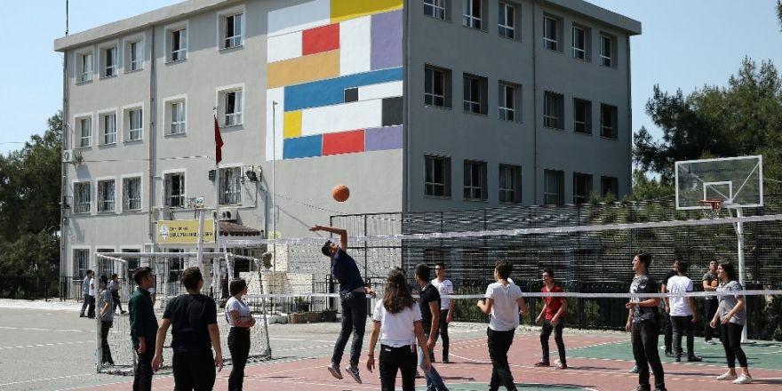 Konak'ta okullara ücretsiz bakım