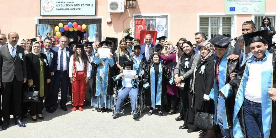 'Özel Eğitim' okulunun ilk özel mezunları
