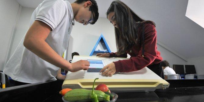 Öğrencilerden, son kullanma tarihini hatırlayan buzdolabı sistemi