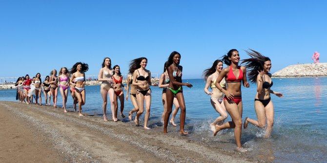 Güzeller plajda eğlendi