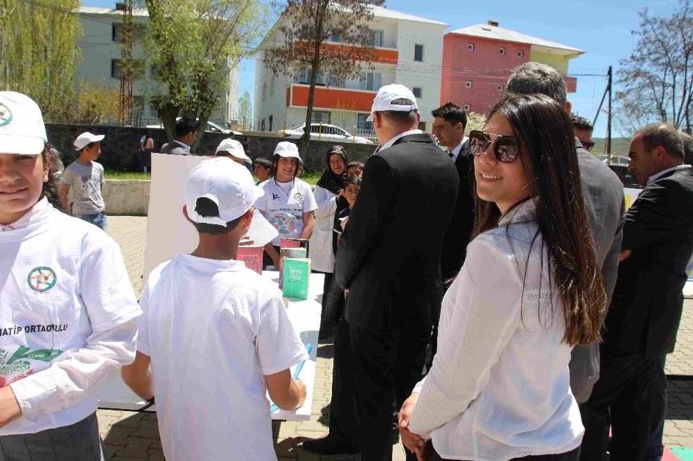 Muş'un Varto ilçesindeki Selçuklu İmam Hatip Ortaokulu öğrencilerinÜBİTAK Bilim Fuarı
