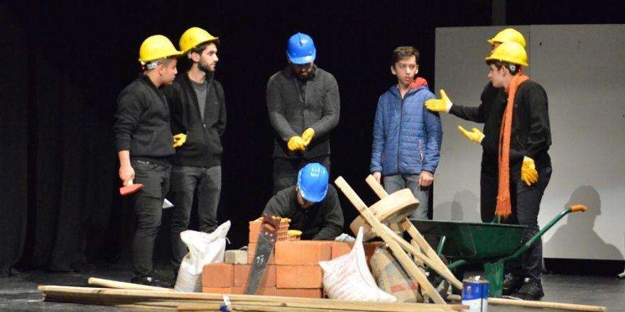 İş güvenliğine tiyatroyla dikkat çektiler