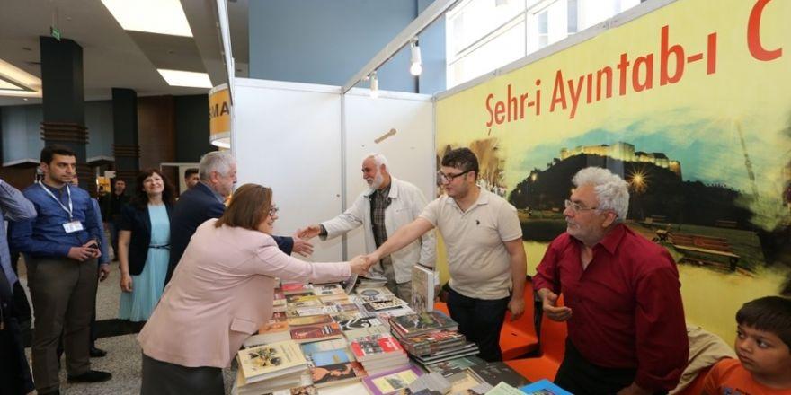 Gaziantepli yazarlar ve şairler okurlarıyla buluşuyor