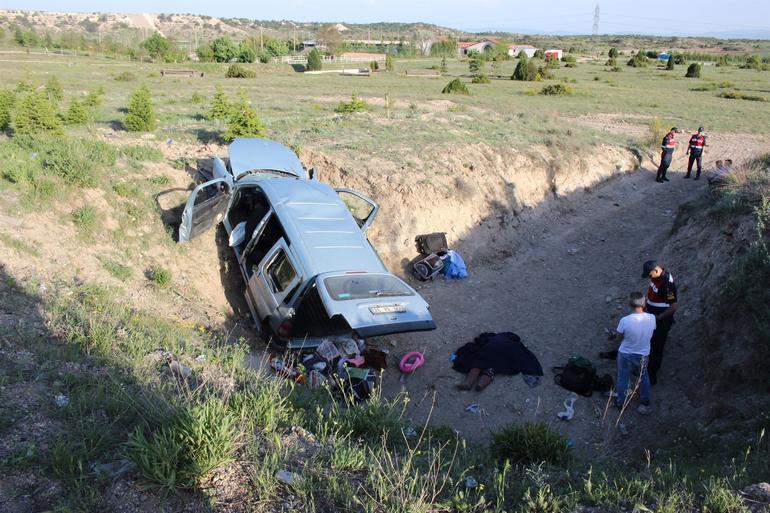 Araç menfez boşluğuna yuvarlandı: 2 ölü, 3 yaralı