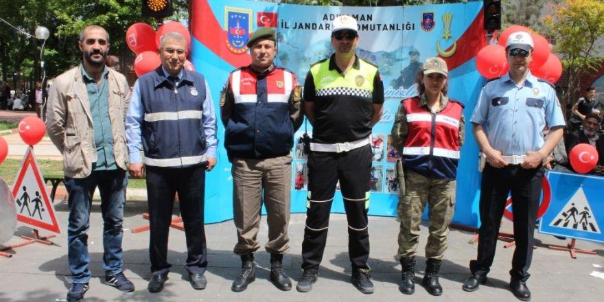 Vatandaşlar Trafik Haftasında bilgilendirildi