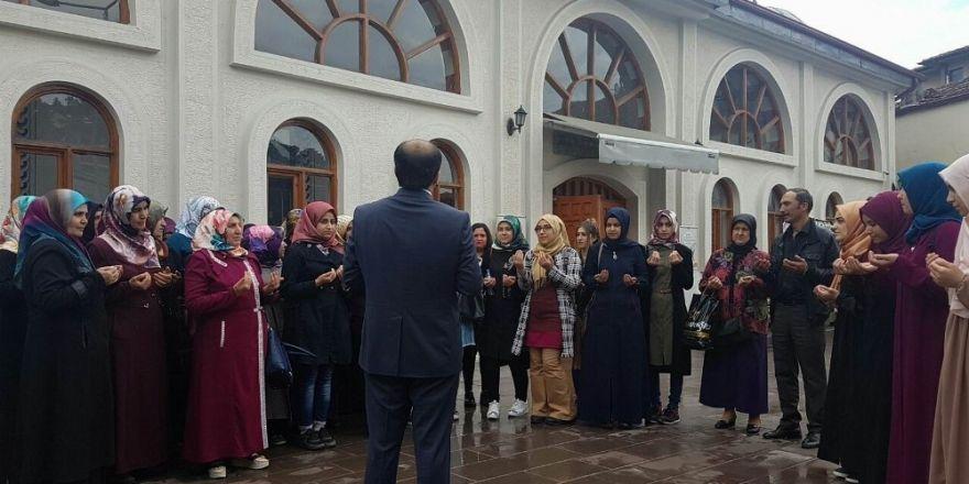 Reşadiye'de üniversite öğrencileri Umre'ye gönderildi