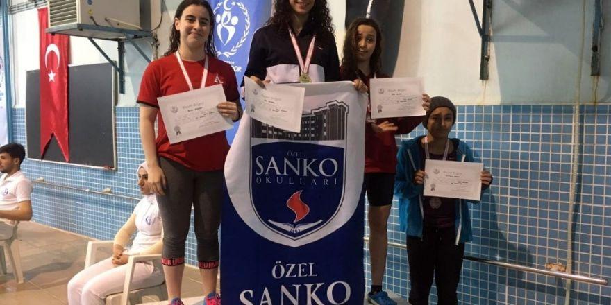 SANKO Öğrencisi Dila Bingül Türkiye derecesi için kulaç attı