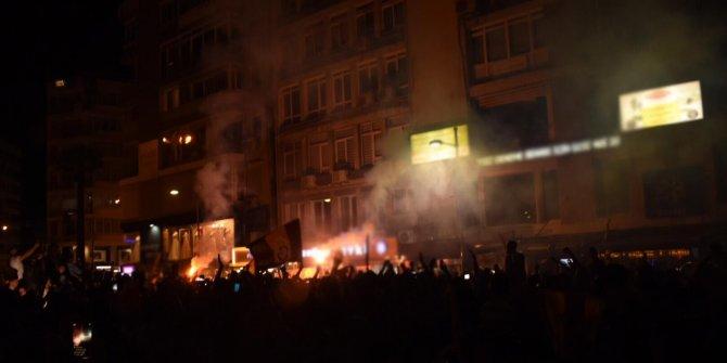 İzmir'de Galatasaraylı taraftarlardan şampiyonluk kutlaması